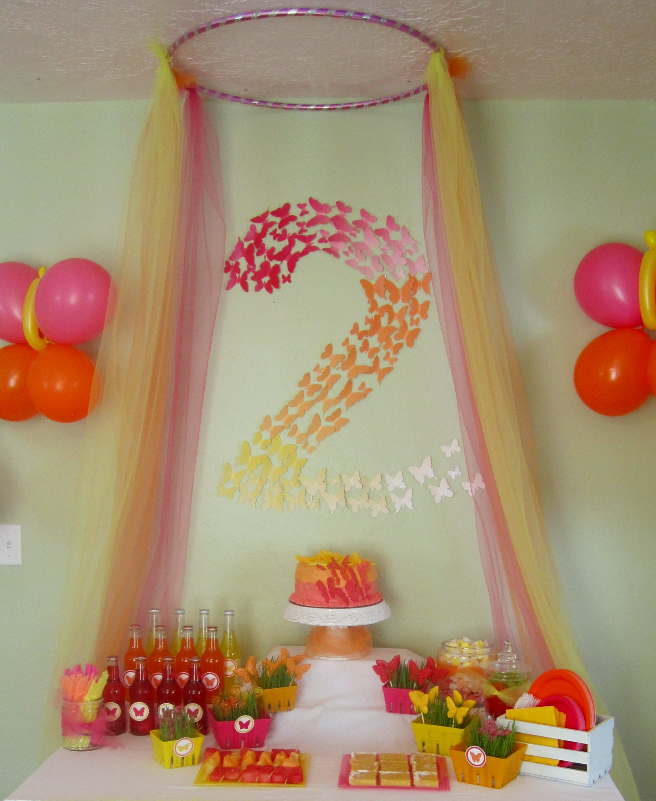 Butterfly themed birthday party decorations events to for Baby birthday decoration images