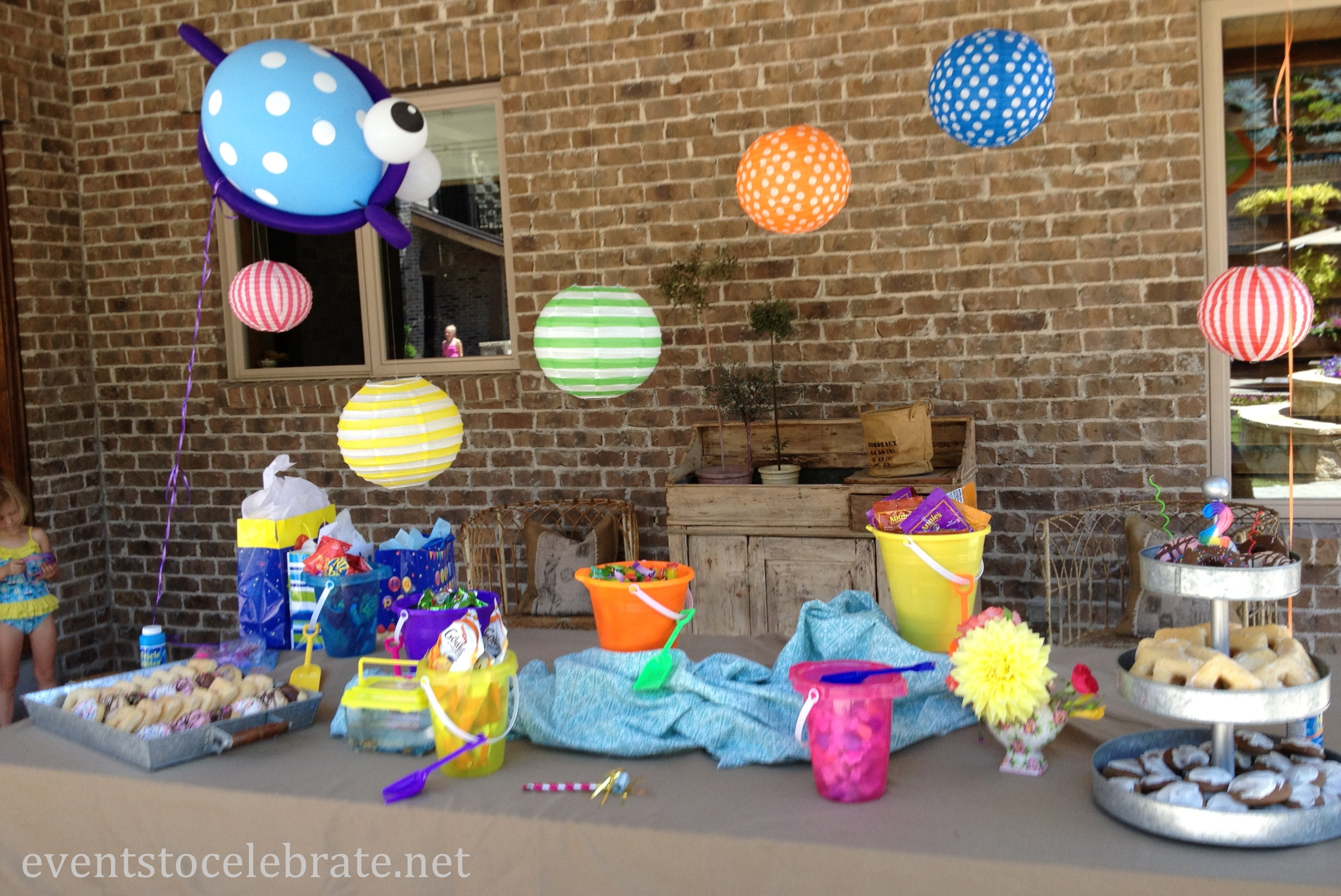 Pool party ideas events to celebrate for Art decoration ideas