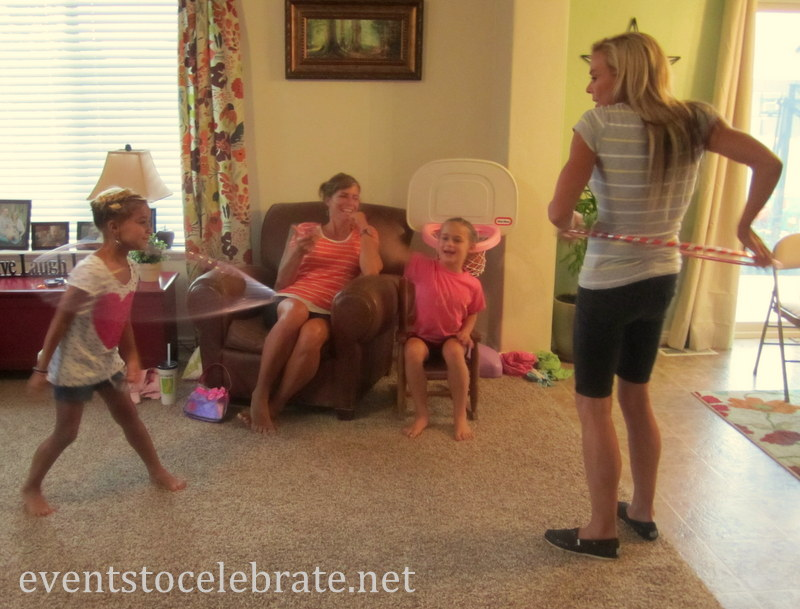 Minute to win it - Hula Hoop contest