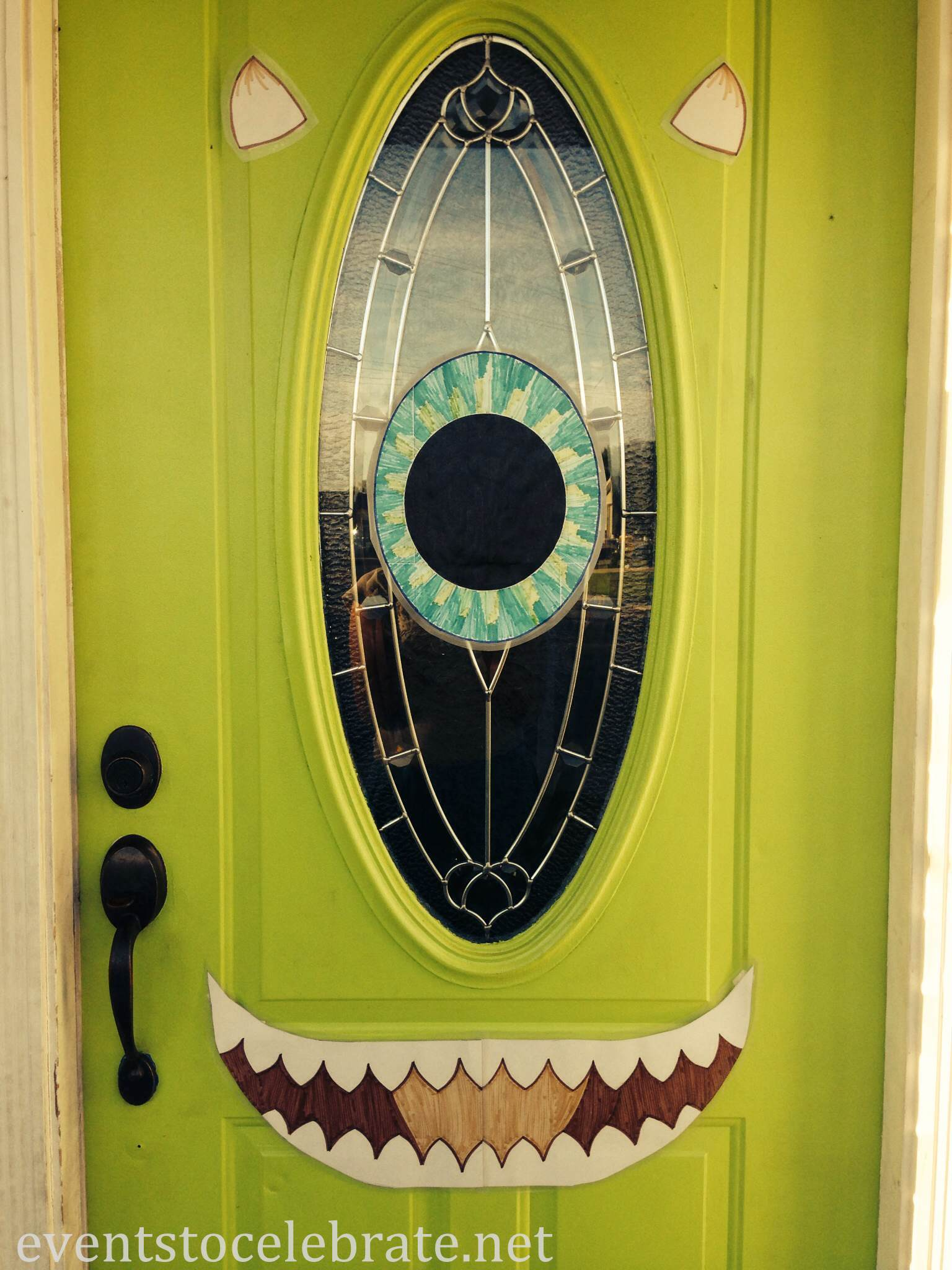halloween mike wazowski door decoration - Creative Halloween Door Decorations