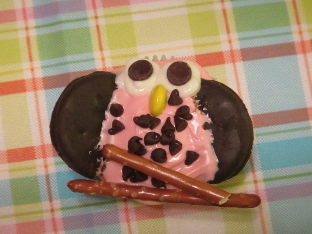 Night Owl Birthday Party Activitiy - Decorate Owl Cupcakes