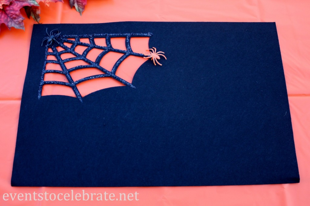 Spider Web Felt Placemat DIY