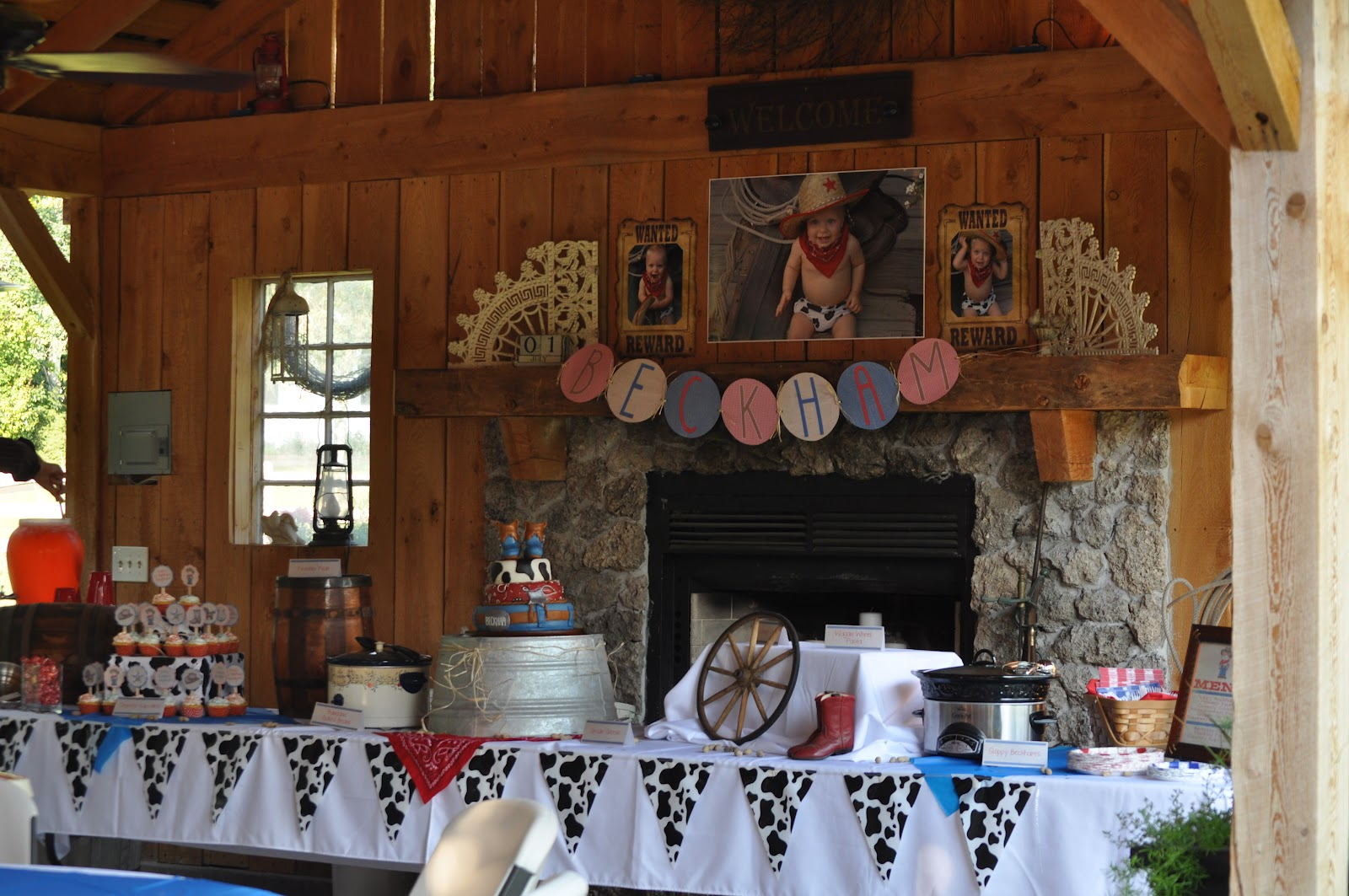 cowboy birthday party food display - Western Party Decorations