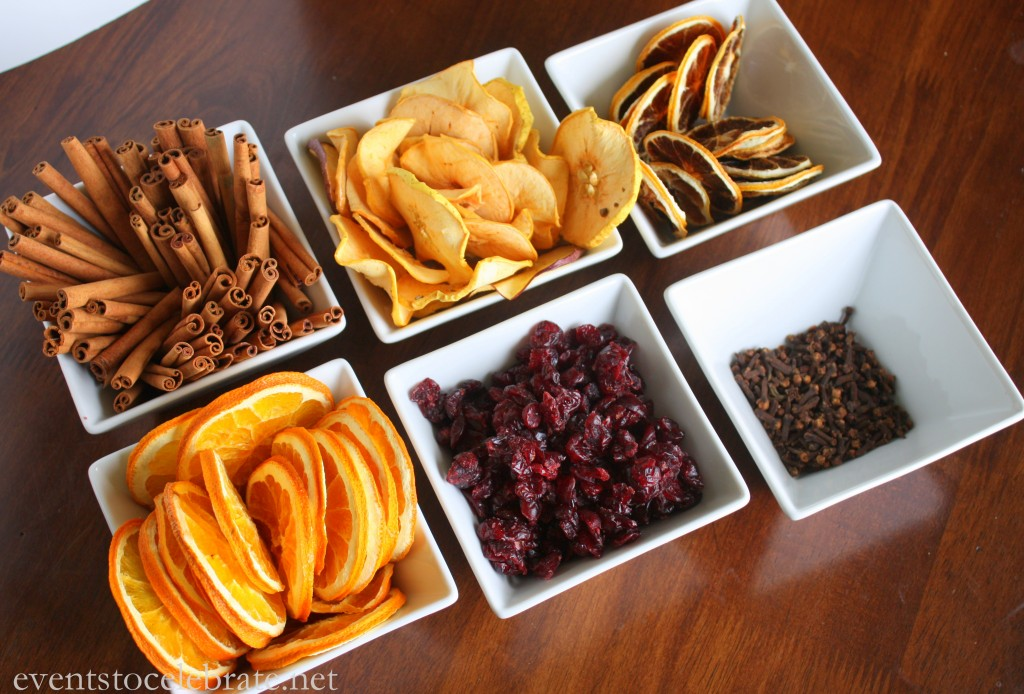 Homemade Christmas Potpourri Recipe and Free Printable Gift Tag - events to CELEBRATE!