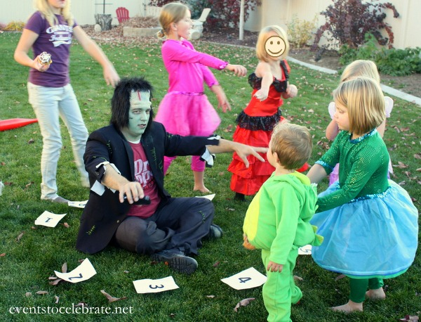 Halloween Party Activitiy - Cupcake Walk - Events To Celebrate