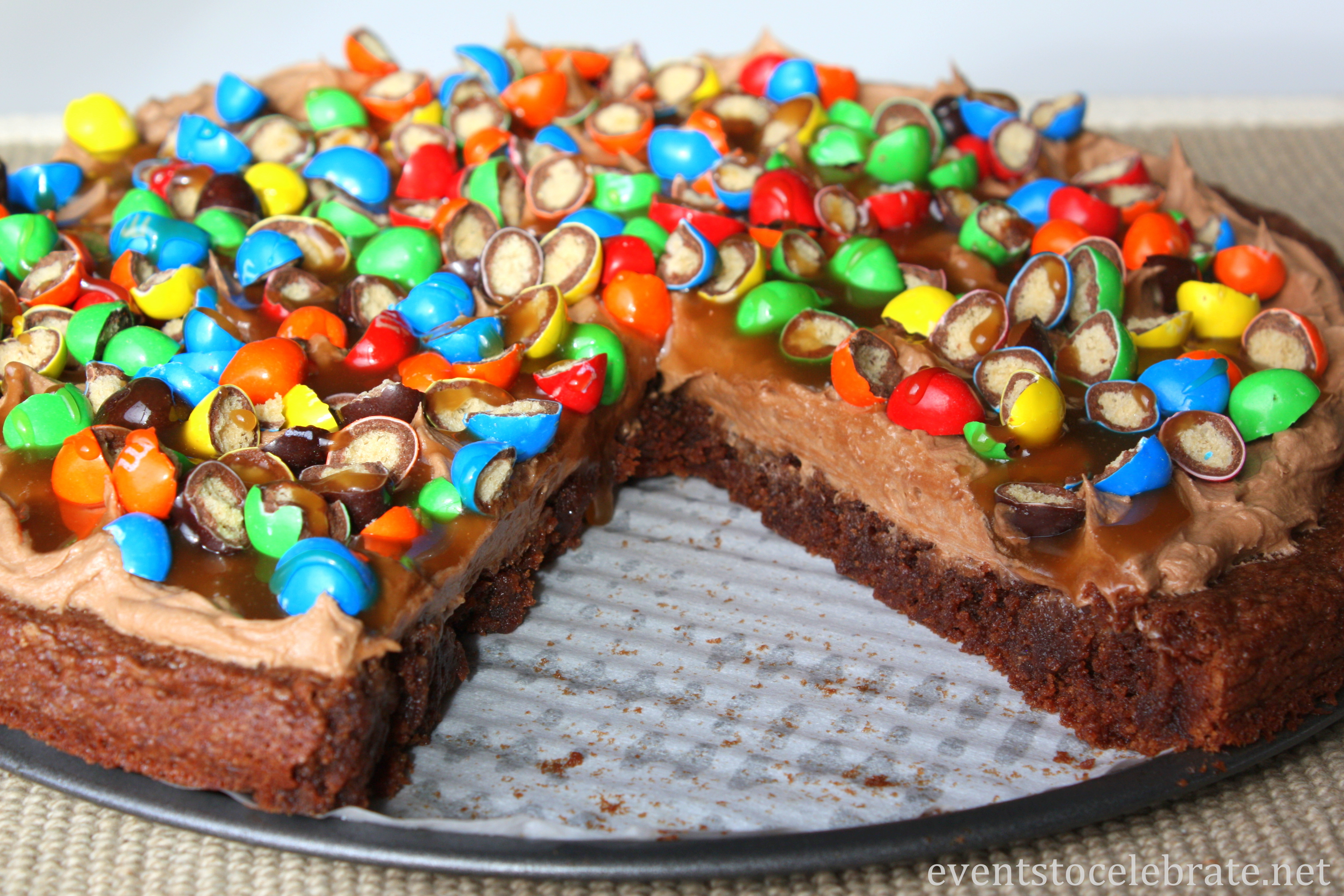 M&M's® Crispy Dessert Pizza #CrispyIsBack #ad