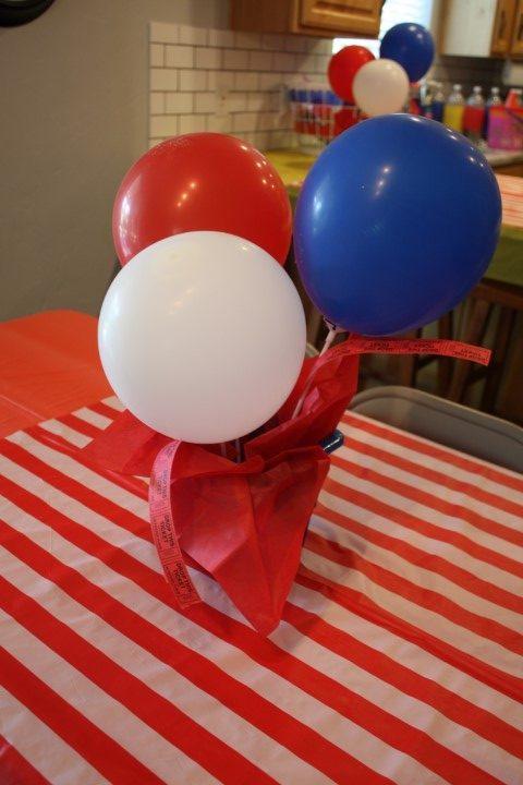 balloon centerpiece for a carnival party