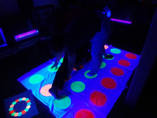 Twister-Glow in the Dark